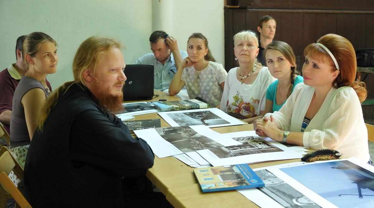 Перша зустріч в Православному центрі художньої і документальної фотографії  Свято-Троїцького Іонінского монастиря відбулася. 5