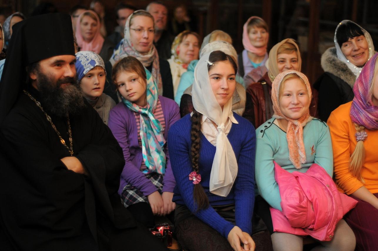 Гости из России, небольшая фотосессия в Ионинском 13