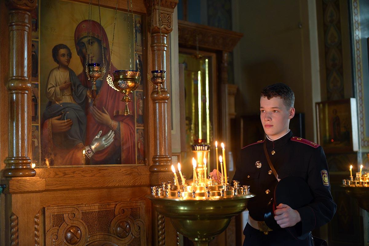 У «Троеручицы» в Киевском Троицком Ионинском монастыре