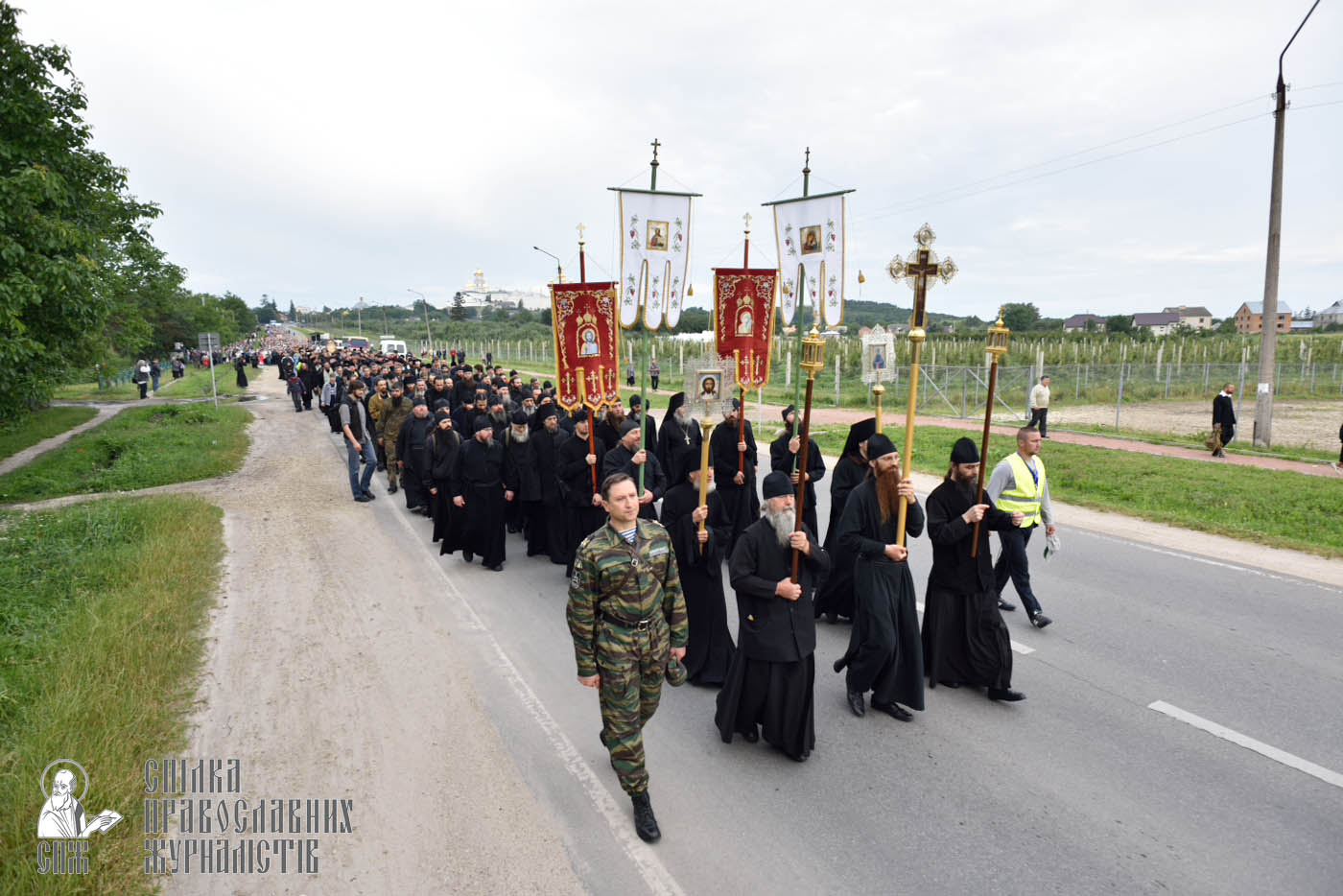 easter_procession_ukraine_pochaev_0112