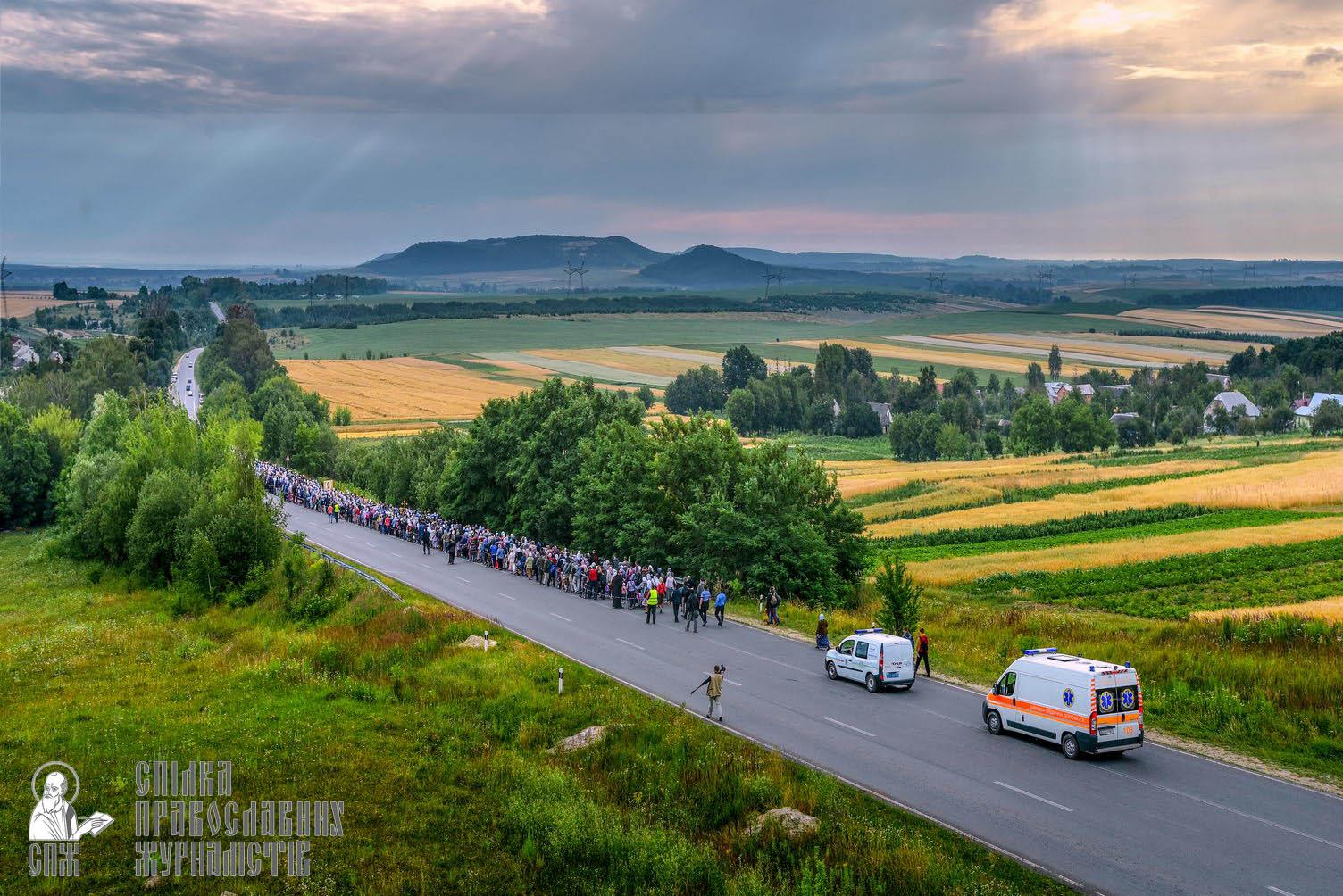 easter_procession_ukraine_pochaev_sr_0321