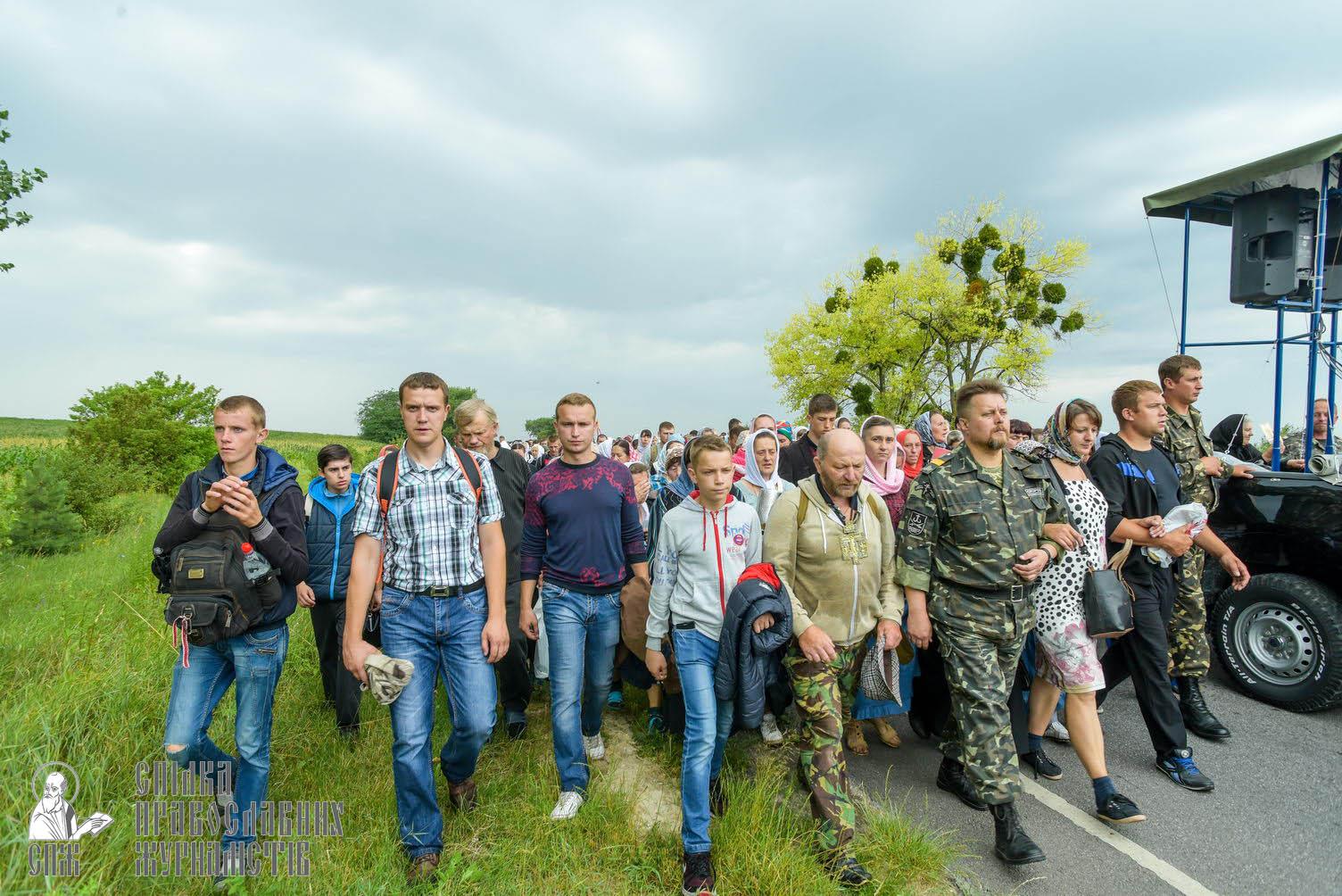 easter_procession_ukraine_pochaev_sr_1017