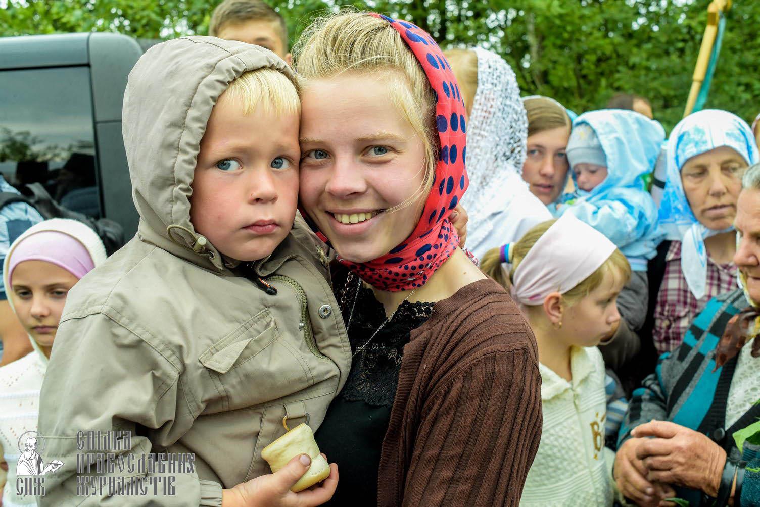 easter_procession_ukraine_pochaev_sr_1148